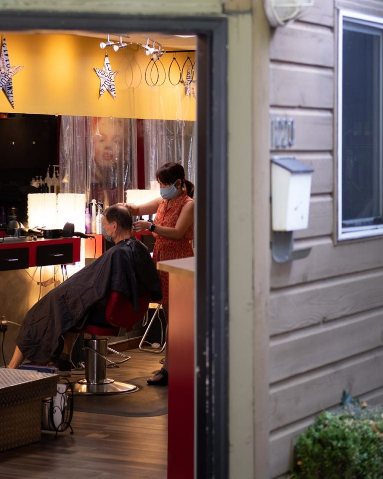 W dobrym salonie fryzjerskim uzyskasz najlepsze zabiegi na włosy