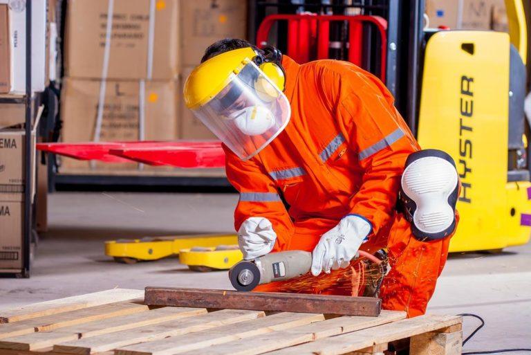 Ubrania robocze i ochronne są ważne dla bezpieczeństwa pracowników
