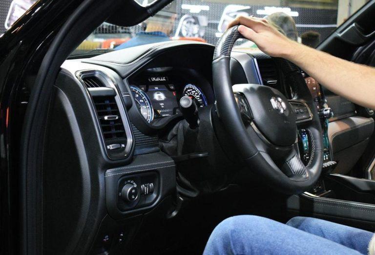 Czy wiecie w jaki sposób zwalczyć wgniecenia na karoseriach samochodowych?