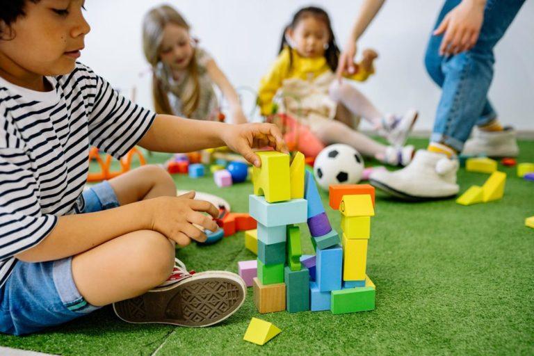 Zabawa klockami ma dla dzieci prawdziwą wartość